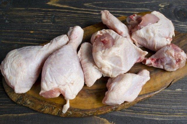 Разбираем курицу на порции