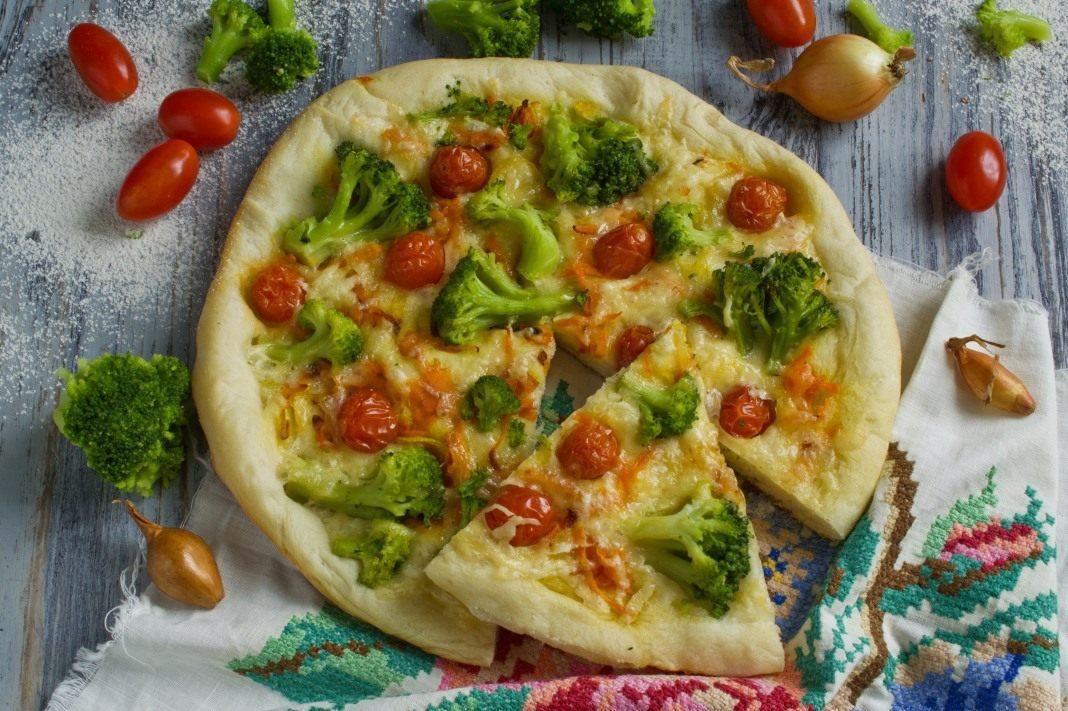 Сегодня постну  постная пицца — это пицца без сыра и мяса.