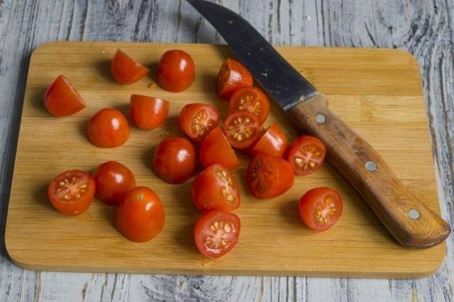 Подготавливаем помидоры черри