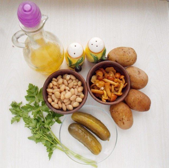 Ингредиенты для приготовления салата по деревенски с маринованными грибами