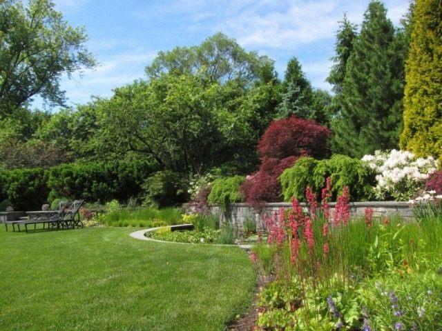Сад в английском стиле с водоёмом