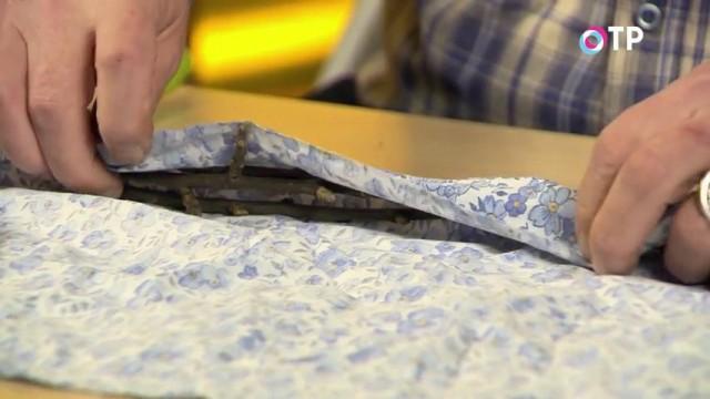 Плотно заворачиваем черенки в ткань
