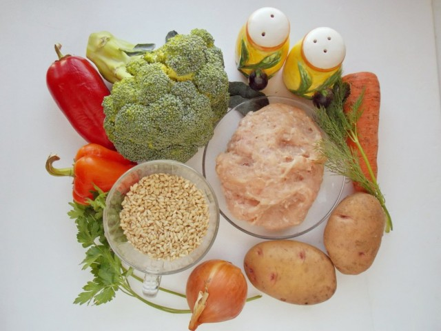 Ингредиенты для приготовления супа с брокколи и фрикадельками