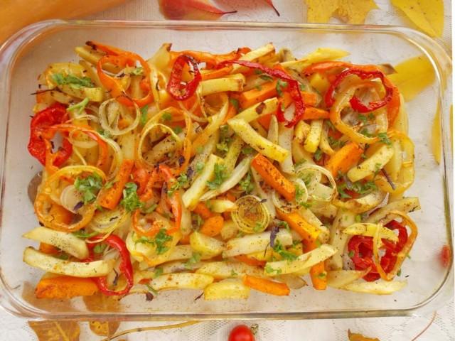 Запекаем картошку с тыквой и овощами в духовке