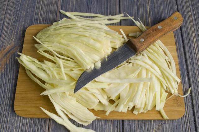 Шинкуем и тушим с овощами белокочанную капусту