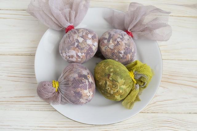 Mramornye-iaitca-na-Pashu-11-640x426 Мраморные яйца на Пасху: как покрасить своими руками