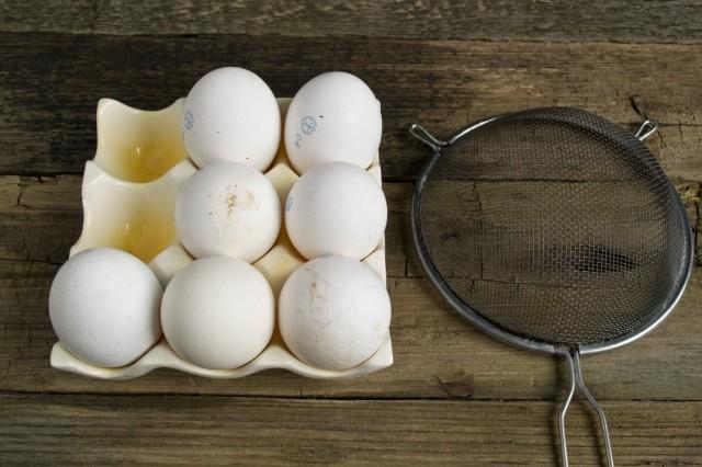 Моем скорлупу куриных яиц