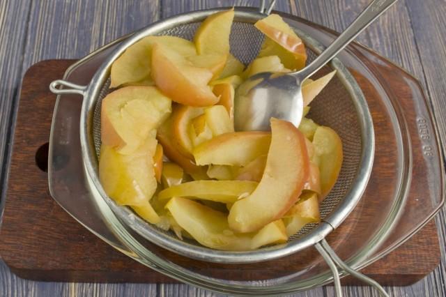 Запекаем яблоки и разминаем в пюре