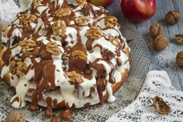 Бисквитный торт с грецкими орехами и сметанным кремом