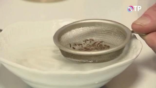 Промываем замоченные семена в чистой воде
