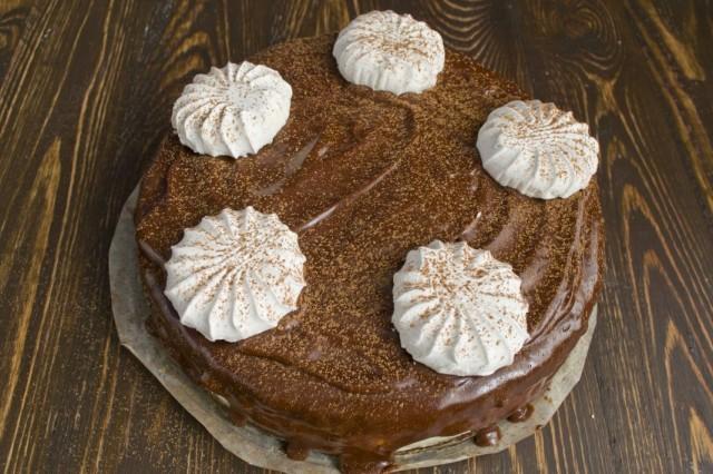 Украшаем шоколадный торт зефиром