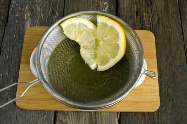 Добавляем в маринад сок лимона