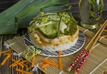Бефстроганов из курицы с луком пореем, рисом, брокколи и цветной капустой