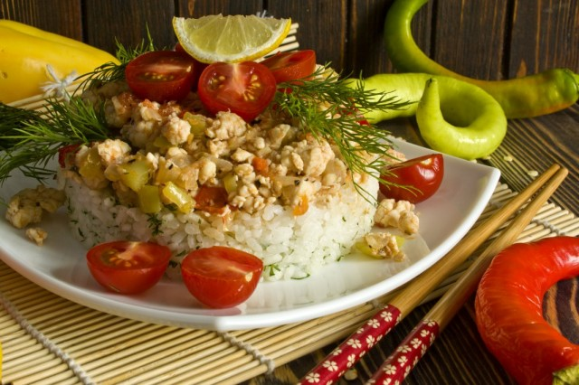 Куриное филе с рисом и овощами по-корейски