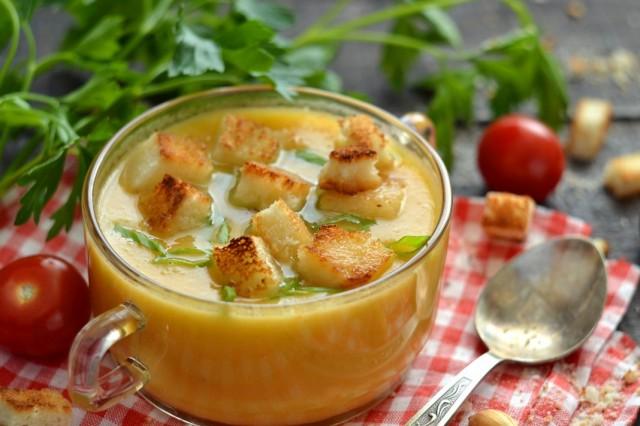 Куриный крем-суп с гренками