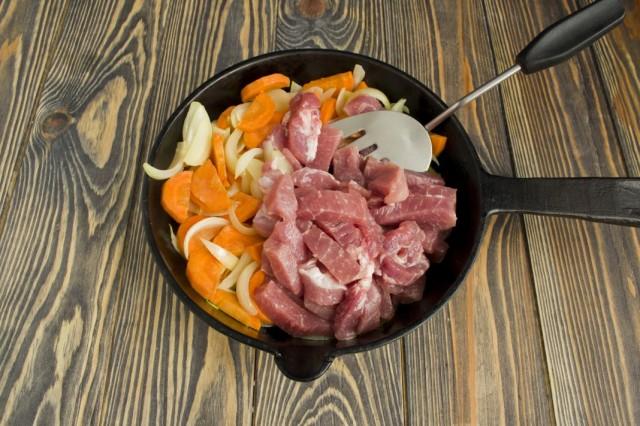 Обжариваем с овощами свинину