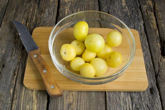 Подготавливаем ягоды физалиса