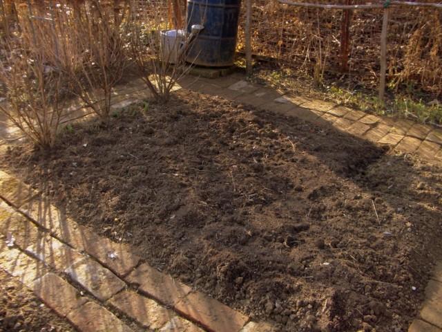Осенняя подготовка почвы в огороде
