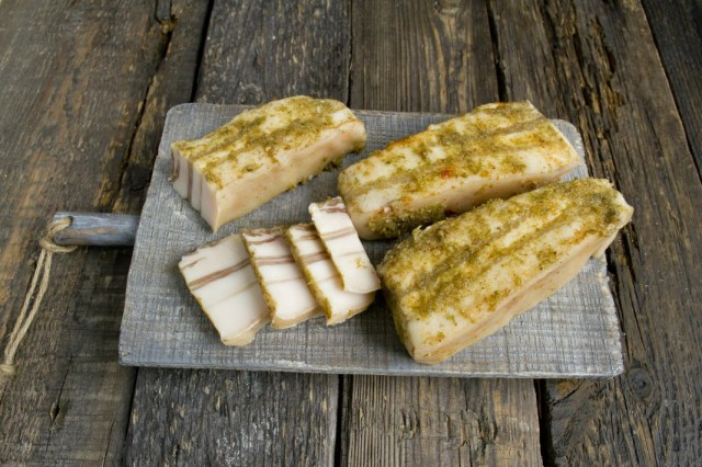 Вкусное домашнее сало из свиной грудинки
