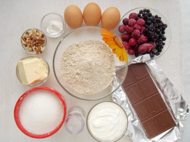 Ингредиенты для приготовления кекса из полбяной муки с вишней и черникой