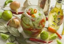 Салат из зелёных помидоров с луком и перцем на зиму