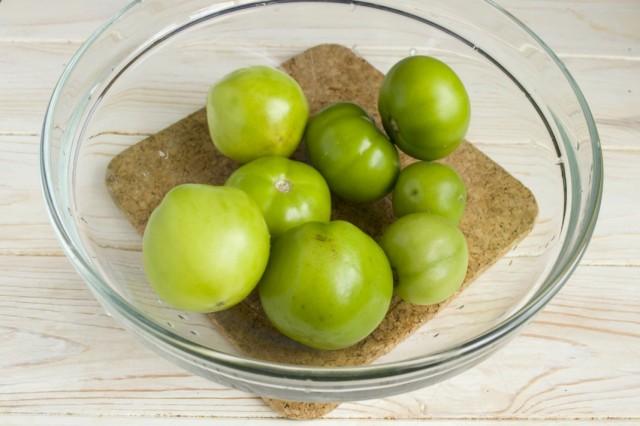 Моем зелёные помидоры