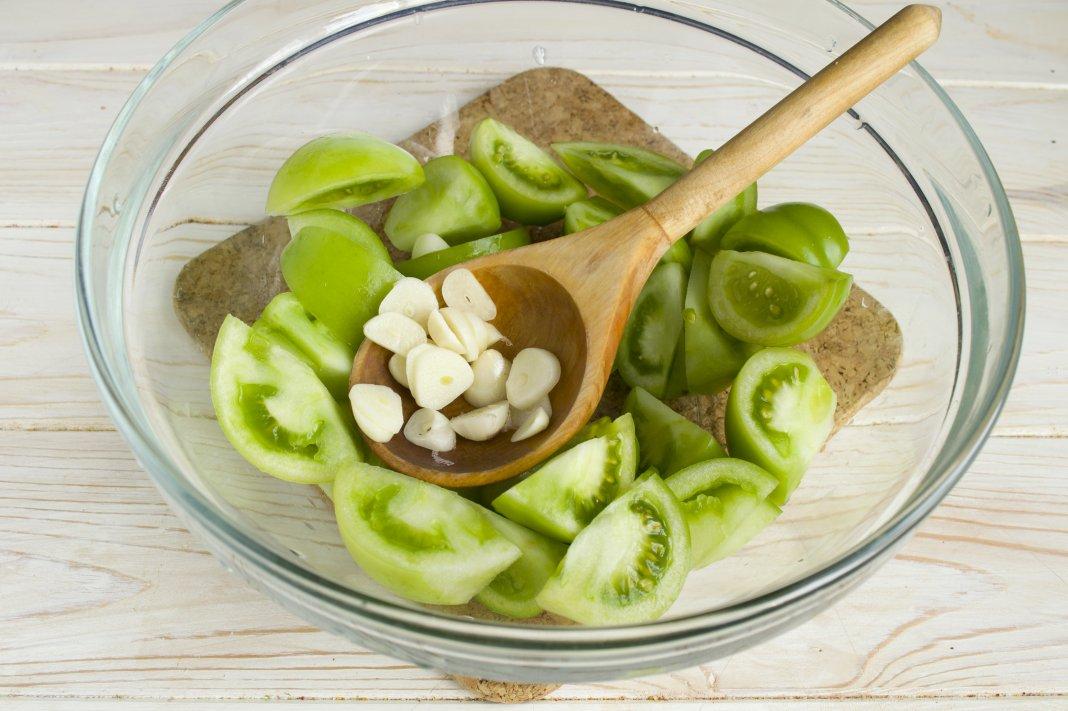 9 острый салат «кобра» из зеленых помидоров на зиму.