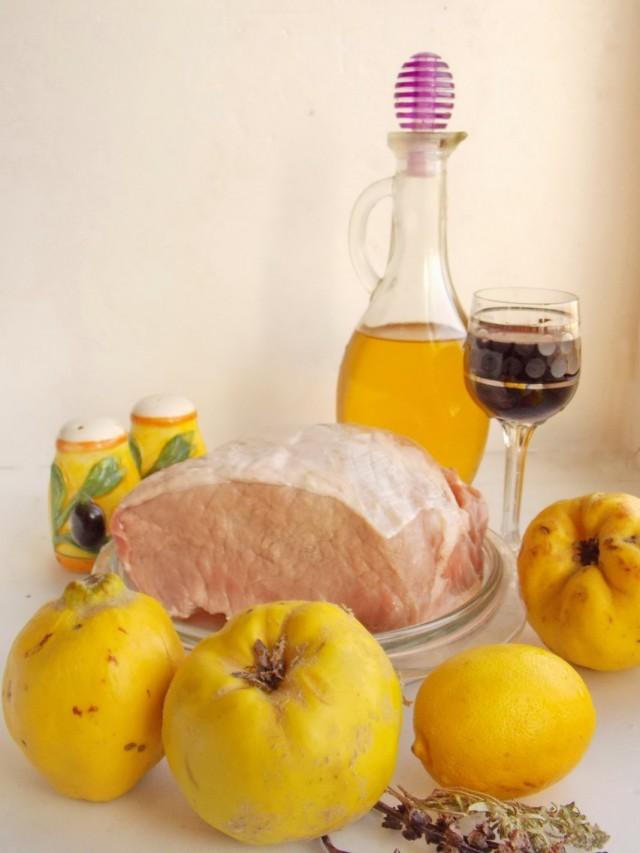 Ингредиенты для приготовления свинины с айвой, запечённой в фольге
