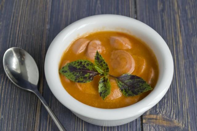 Томатный суп-пюре с сосисками