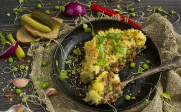 Картофельный пирог с фаршем и овощами
