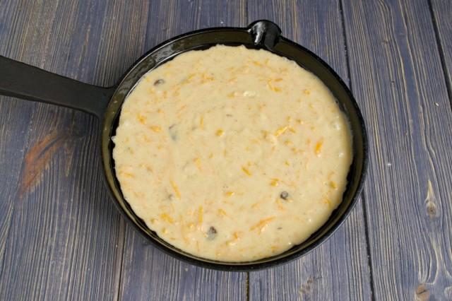 После набухания крупы, переливаем тесто для манника с тыквой в форму для запекания