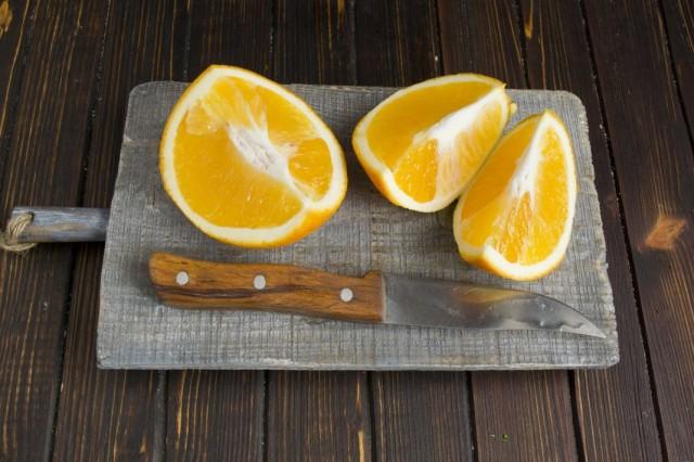Очищаем и нарезаем апельсин
