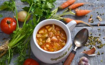 Простой овощной суп с ветчиной