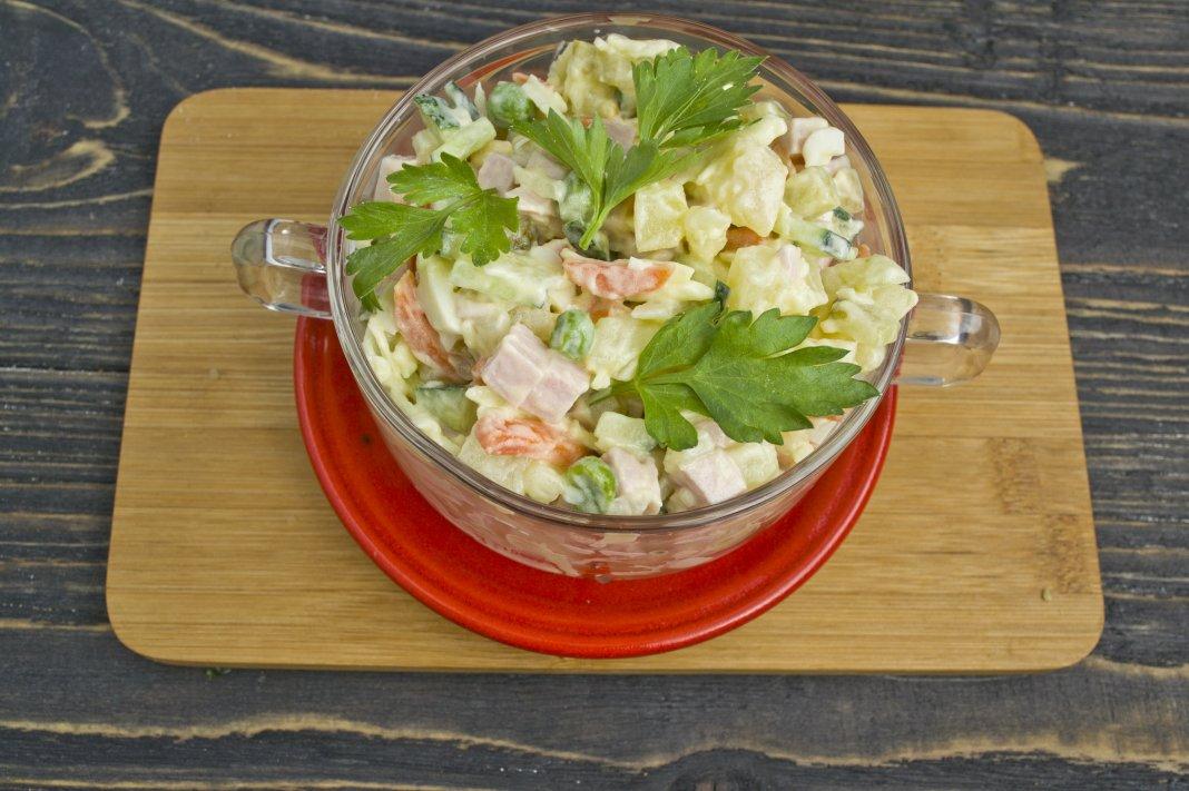 Салат со свежим огурцом пошаговый рецепт