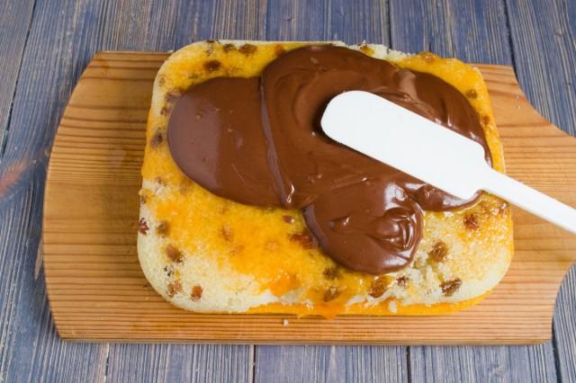 Покрываем торт шоколадной глазурью