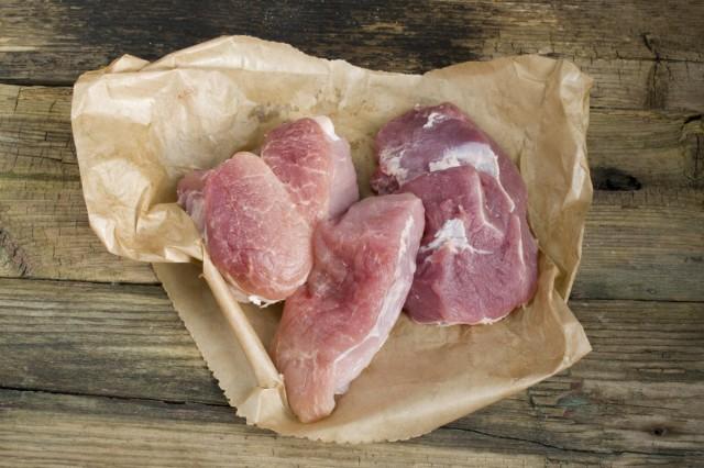 Выбираем нежирные кусочки свинины