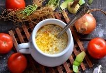Щи из свежей капусты с редькой и помидорами