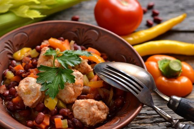 Овощное рагу с фрикадельками из курицы