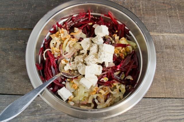 Брынза и черный перец - изюминка салата из свёклы