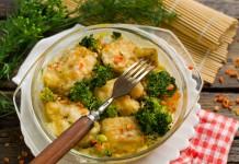Вкусный минтай с овощами в духовке