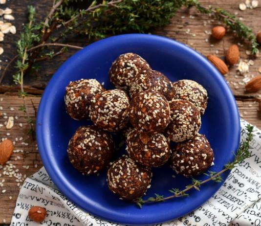 Постные конфеты с орехами и гранолой