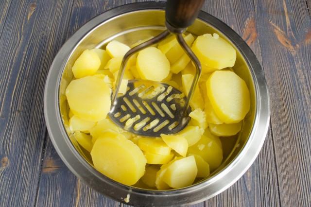 Делаем пюре из варёной картошки