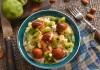 Куриный салат с киви и орехами