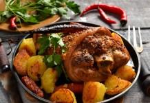 Рулька с картошкой — простой рецепт для праздничного стола