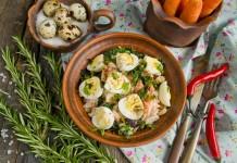 Салат из курицы с морковью и сыром