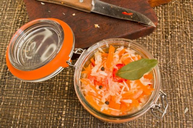 Фасуем салат к шашлыку в баночки