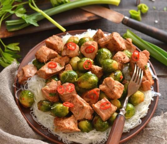 Свинина с брюссельской капустой по-китайски