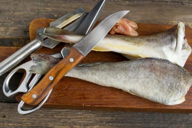 Чистим и потрошим рыбу