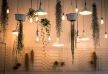 Декоративная подсветка наполняет интерьер особым звучанием