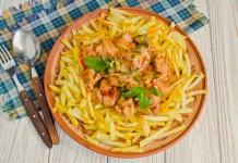 Азу по-татарски с солёными огурцами и картофелем
